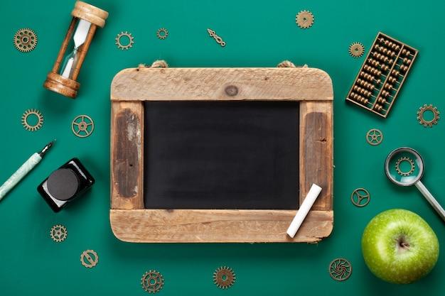Accessoires scolaires rétro. concept de retour à l'école