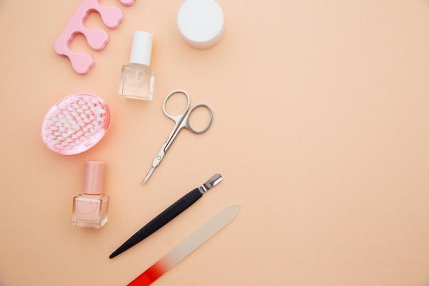 Accessoires de soins des ongles. outils de manucure professionnels en acier.