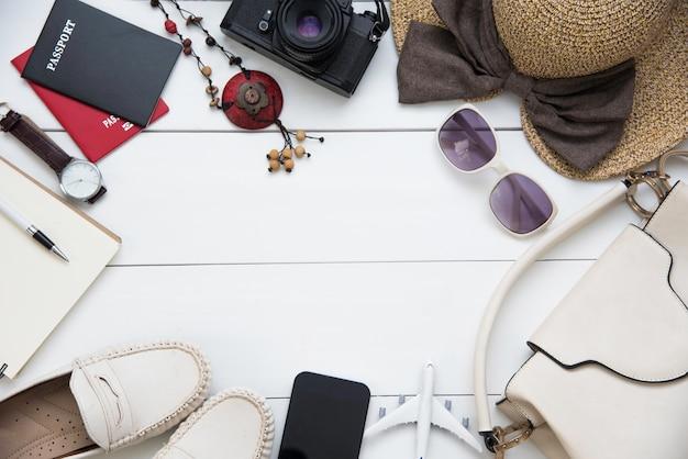 Accessoires de voyage costumes femmes. passeports les cartes de voyage préparées pour le voyage