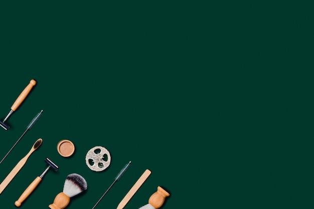 Accessoires zéro déchet sur table verte.