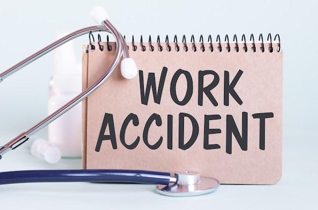 Accident de travail - diagnostic écrit sur une feuille de papier blanc