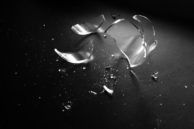 Accident verre brisé et danger