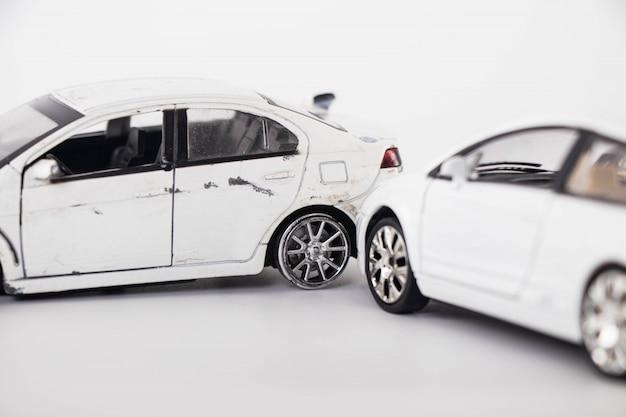 Accident de voiture jouet