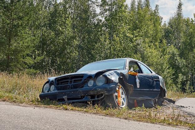 Accident de voiture sur une route