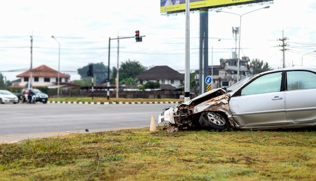 Accident de voiture sur rue avec flou