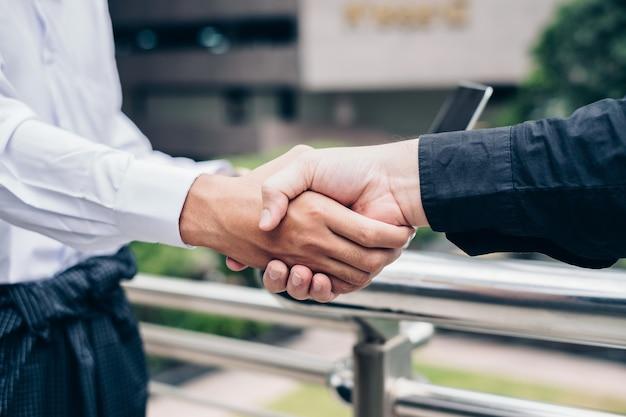 Accord de poignée de main de partenariat commercial de la communauté économique de l'asean