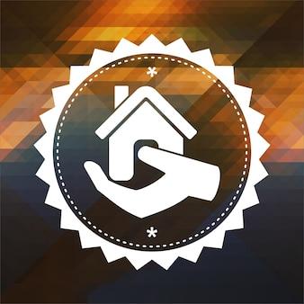 Accueil dans l'icône de la main. conception d'étiquettes rétro. fond de hipster fait de triangles, effet de flux de couleur.