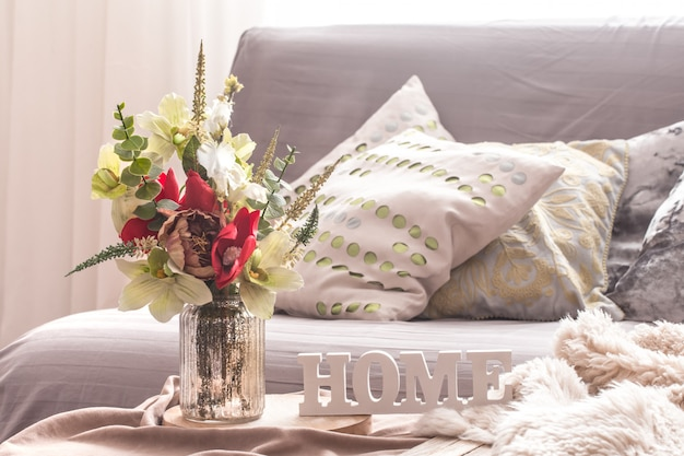Accueil printemps intérieur dans le salon