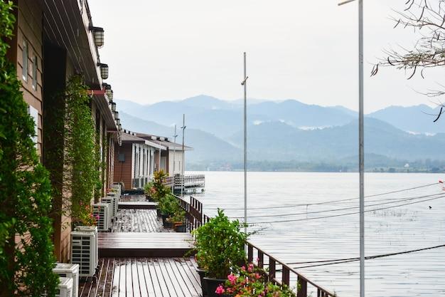 Accueil vue naturelle rivière et montagne