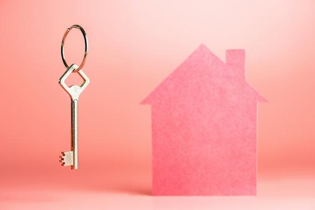 Achat d'une nouvelle maison dans le concept d'hypothèque, espace de copie, location ou échange