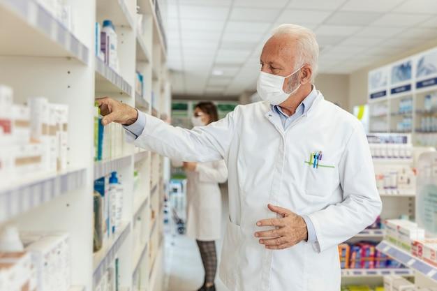 Achat et vente de médicaments, conseils du médecin et aide à trouver des médicaments en rayon