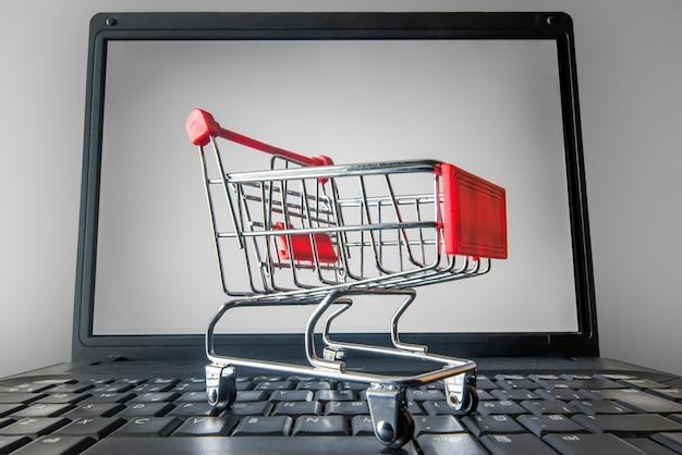 Les achats en ligne ont augmenté en raison de l'enfermement
