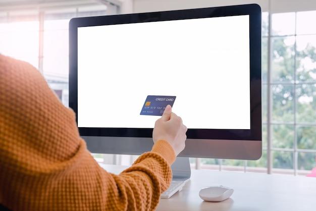 Achats en ligne et ordinateur de bureau