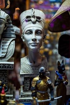 Achetez des souvenirs égyptiens pour les touristes