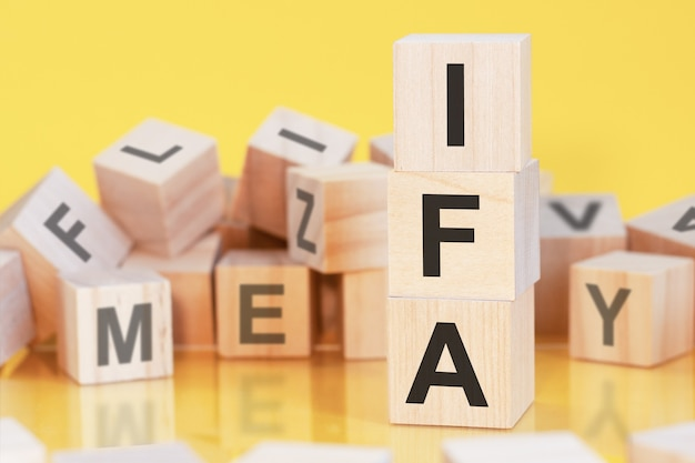 Acronyme ifa de blocs de bois avec lettres, concept