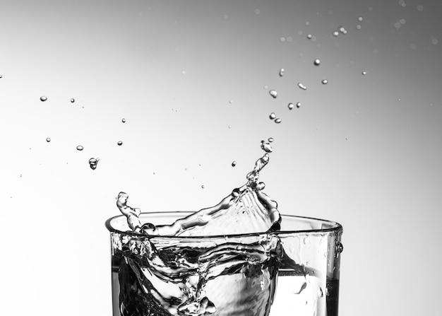 Action anti-éclaboussures d'eau en verre transparent