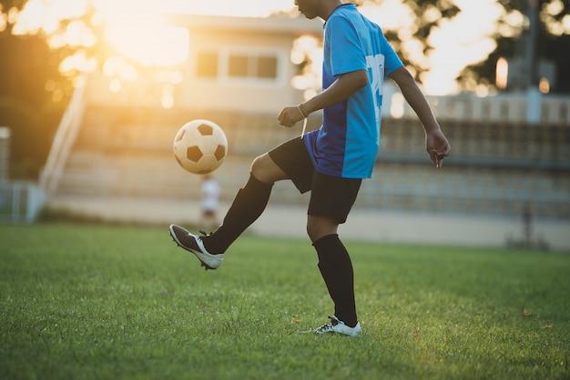 Action de footballeur sur le stade