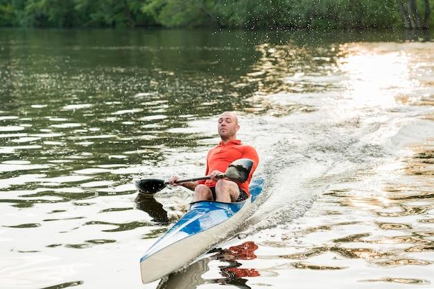 Activité en plein air avec kayak