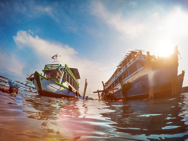 Activité de plongée en apnée yacht boat sea