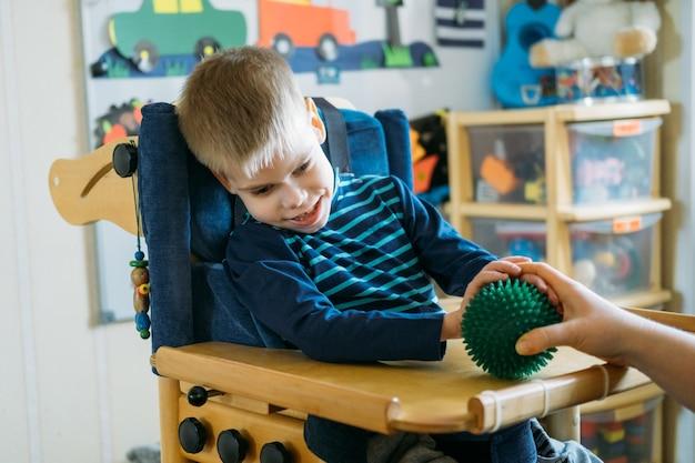Activités sensorielles pour les enfants handicapés activités préscolaires pour les enfants ayant des besoins spéciaux