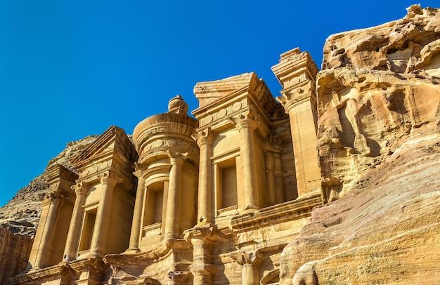 Ad deir, le monastère de petra - jordanie. site du patrimoine de l'unesco
