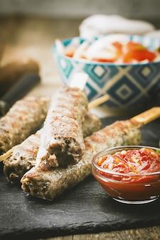 Adana urfa kebab turque grillée maison traditionnelle
