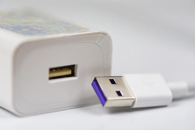Adaptateur de chargeur usb de type c pour smartphone - nouveau port usb type-c rapide et technologie de câble à charge rapide