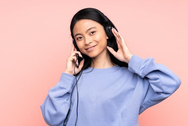 Adolescent, chinois, girl, rose, mur, écoute, musique