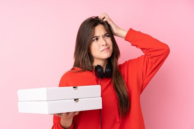 Adolescent, girl, tenue, pizzas, rose, mur
