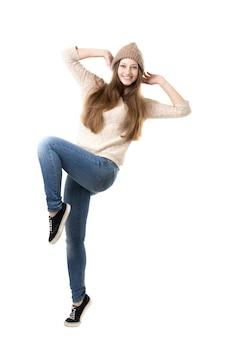 Adolescent saute de joie