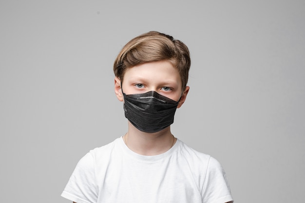 Adolescent, stands, porter, noir, médical, masque