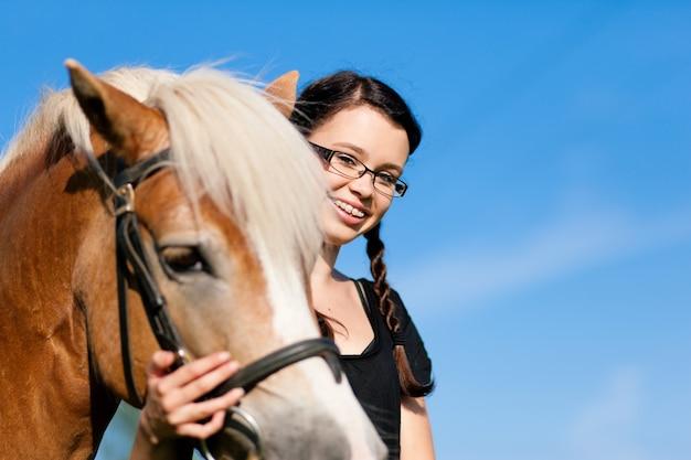 Adolescente à cheval