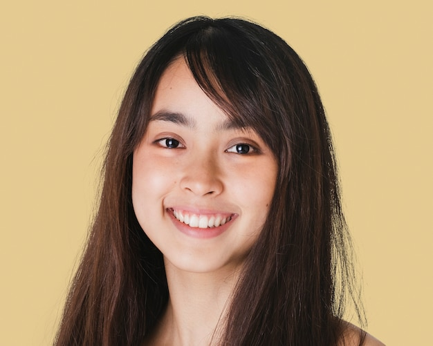 Adolescente heureuse, portrait de visage souriant