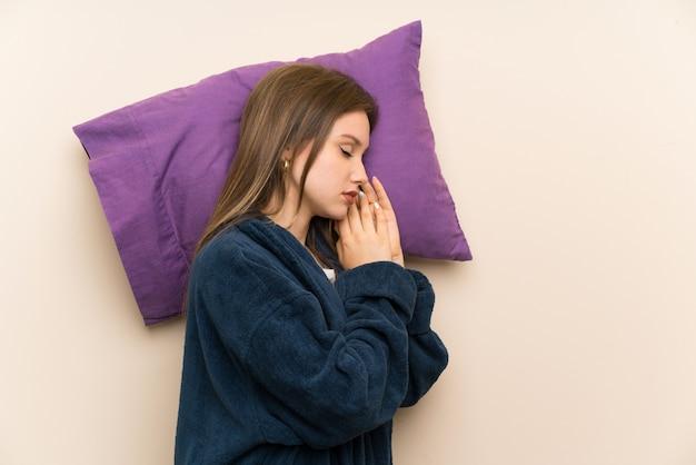 Adolescente en pyjama