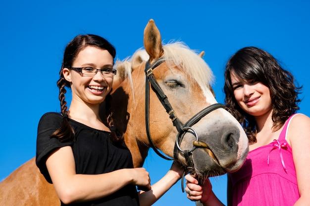 Adolescentes à cheval
