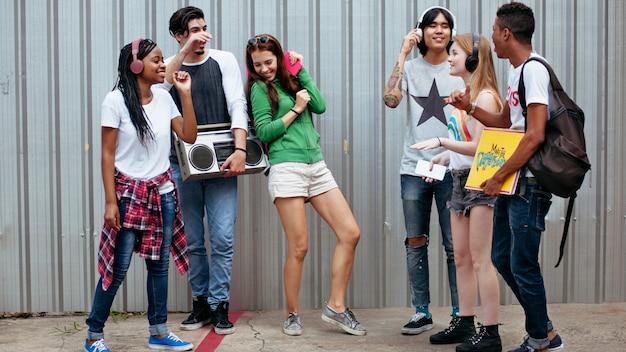 Adolescents mode de vie culture décontractée jeunesse concept