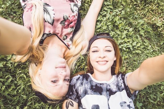 Les adolescents la prise de selfie