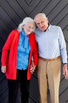 Adorable couple de personnes âgées ensemble amoureux