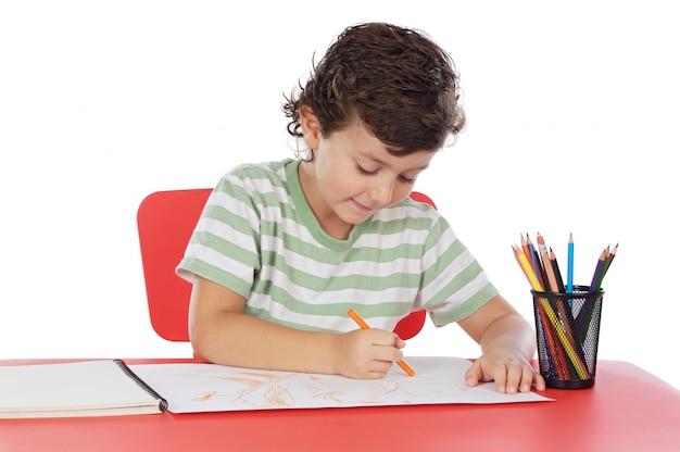Adorable élève dessinant sur fond blanc