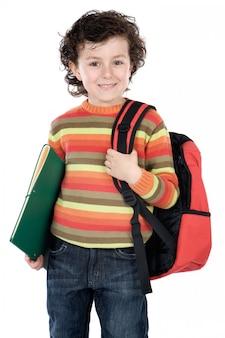 Adorable enfant étudiant un sur fond blanc