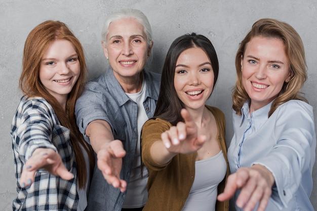 Adorable, groupe femmes, sourire