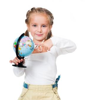 Adorable petite fille avec globe