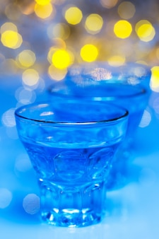 Les adultes vont dans les discothèques pour boire de l'alcool et s'amuser