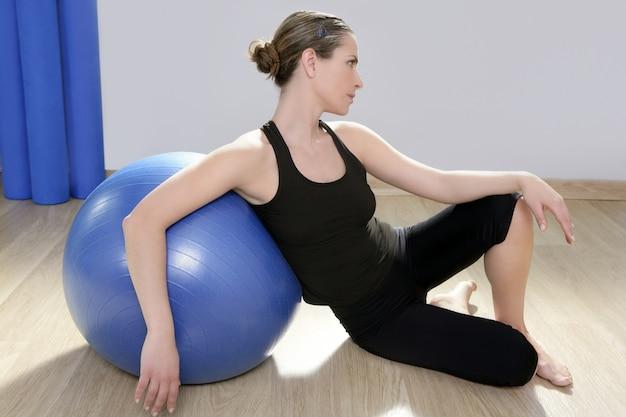 Aérobic fitness femme relax pilates stabilité bleu bal