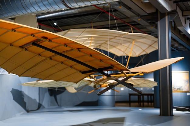 Aéronefs anciens au musée de l'histoire de l'aviation.