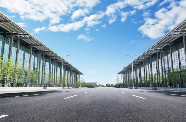Aéroport avec une route