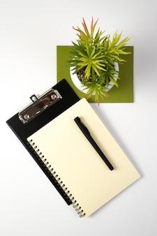 Affaires et écologie, bureau.