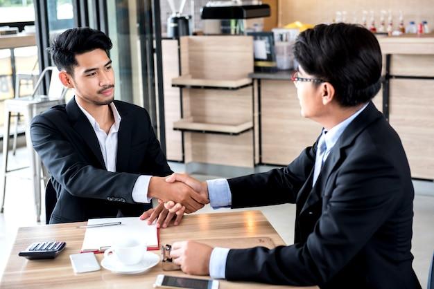 Affaires et travail d'équipe pour la réalisation kpi et objectif