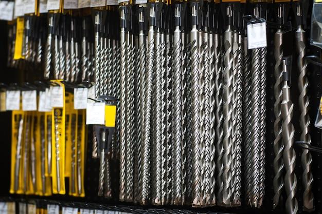 Affichage des pièces de forage dans le magasin d'outils