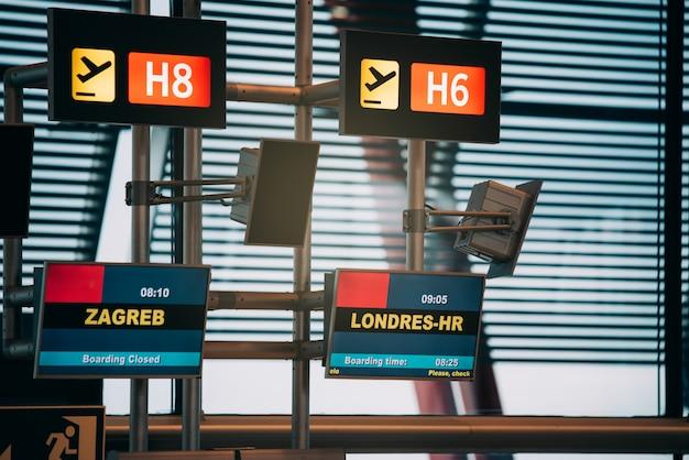 Affichage des portes du terminal de l'aéroport